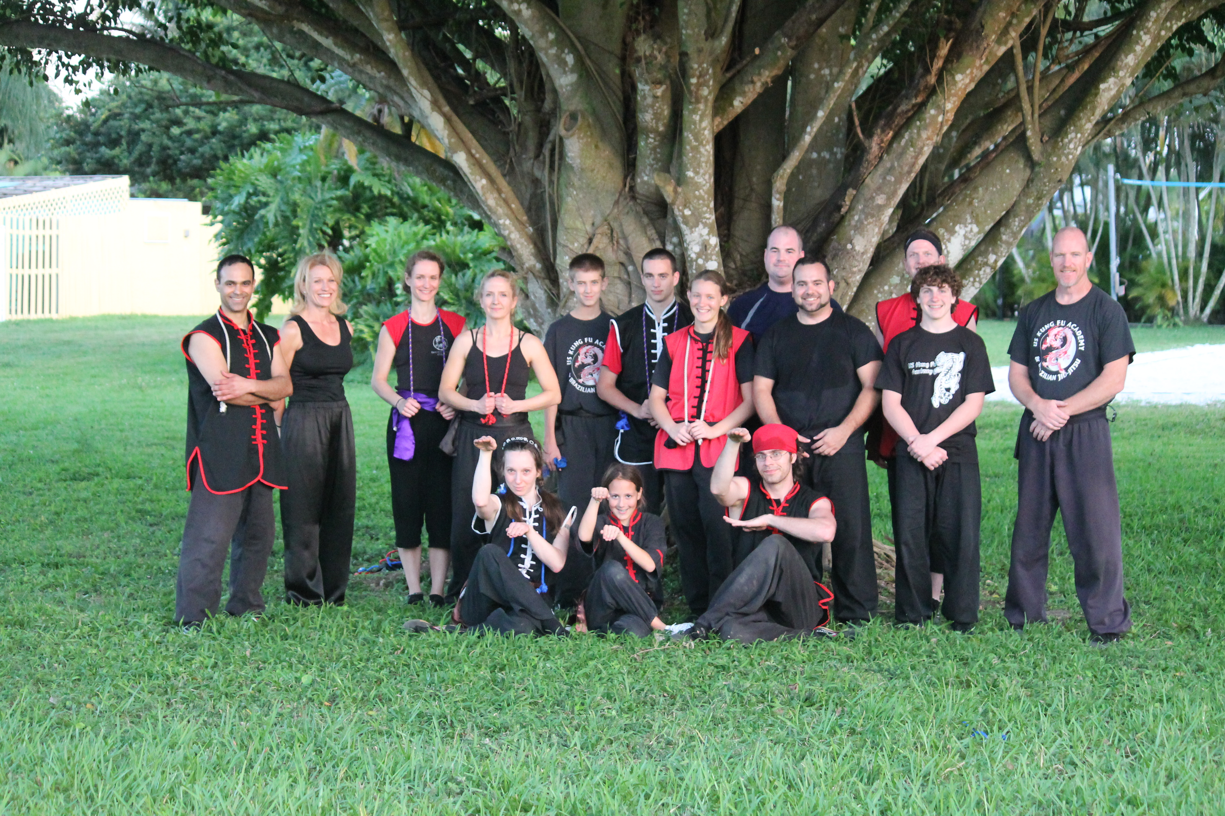 http://www.uskungfuacademy.com/wp-content/uploads/2012/03/02-Group-Photo.jpg